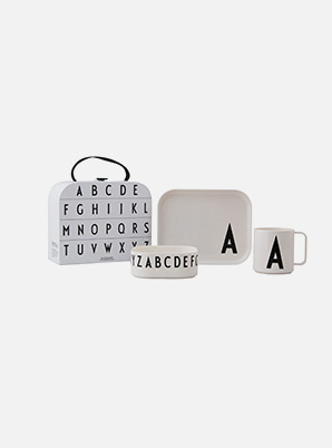 [MD &P!CK] DESIGN LETTERS Classics in a Suitcase
