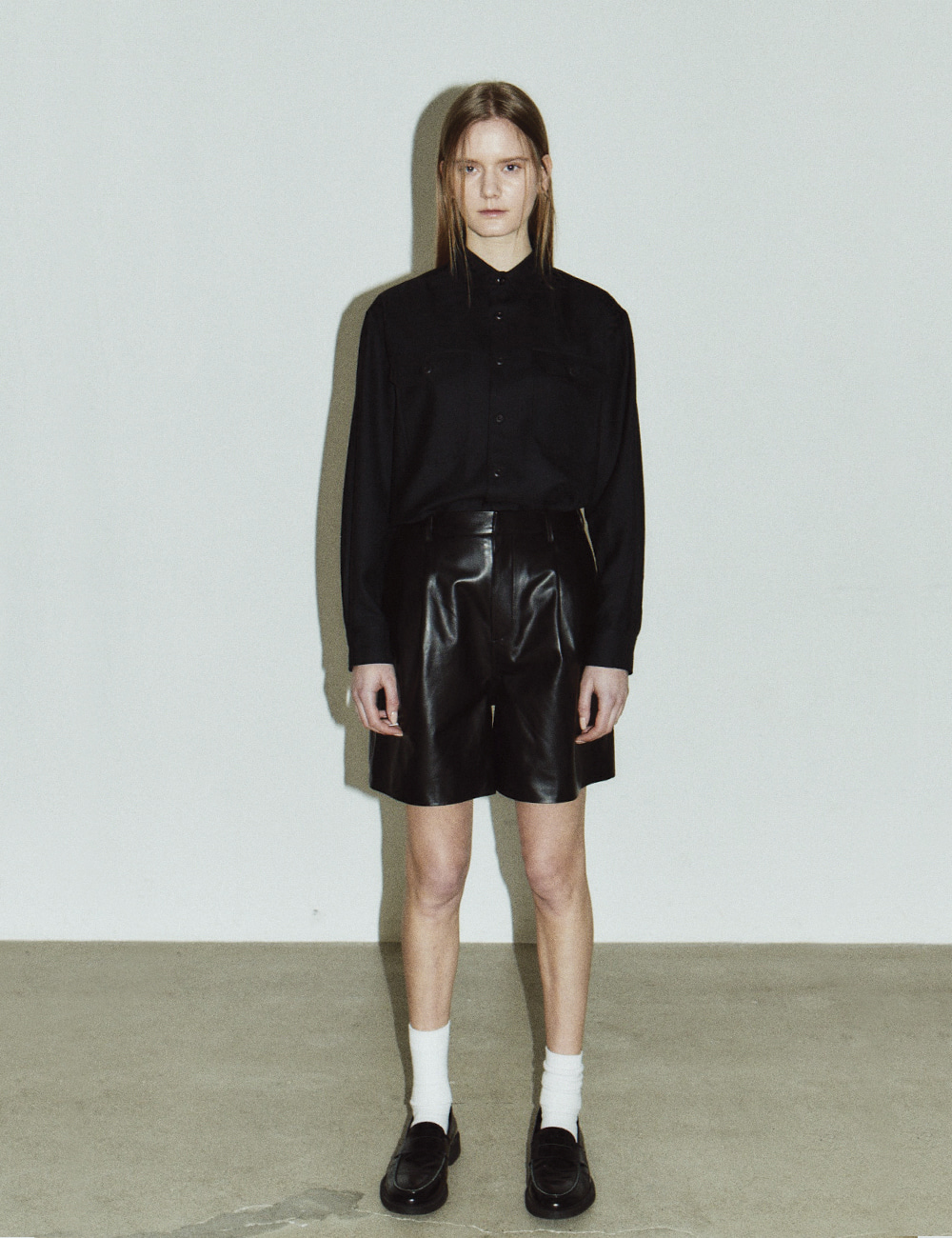 LEATHER PLEATED SHORTS