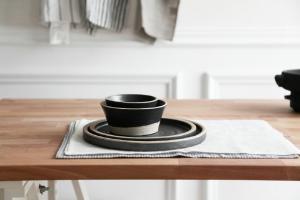 블랙투톤 핸드메이드 생활도자기 세트 - 밥공기 국그릇 접시 대접시 그릇