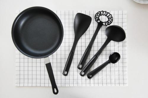 스웨덴 블랙 조리도구 - 폴리아미즈 소재 국자 뒤집개 아이스크림스푼 거품기 스푼 요리주걱  뒤지개