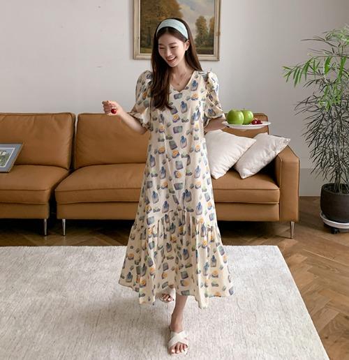 V領泡泡袖荷葉襬印花長洋裝