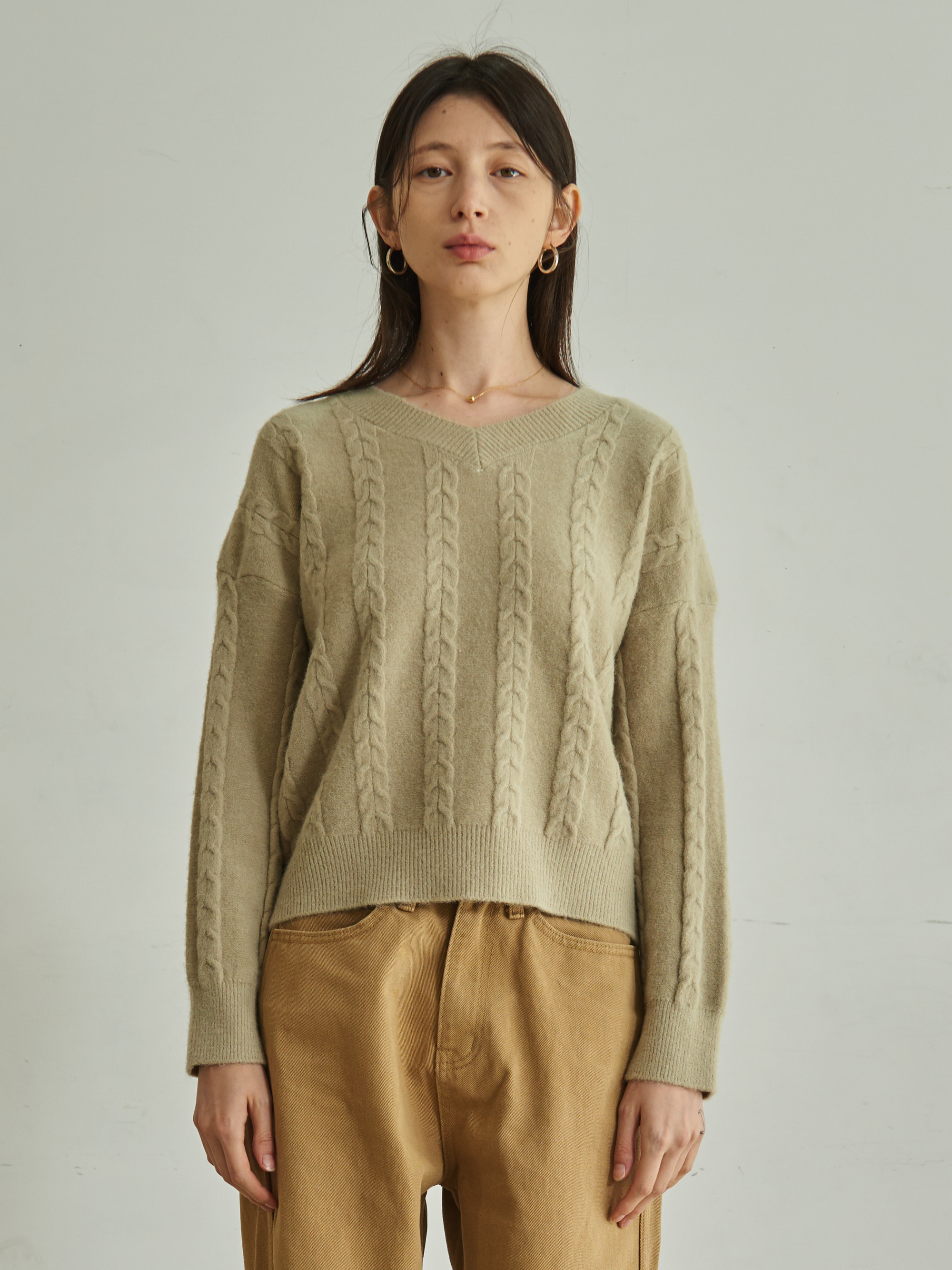 CABLE KNIT V-NECK SWEATER (OLIVE)