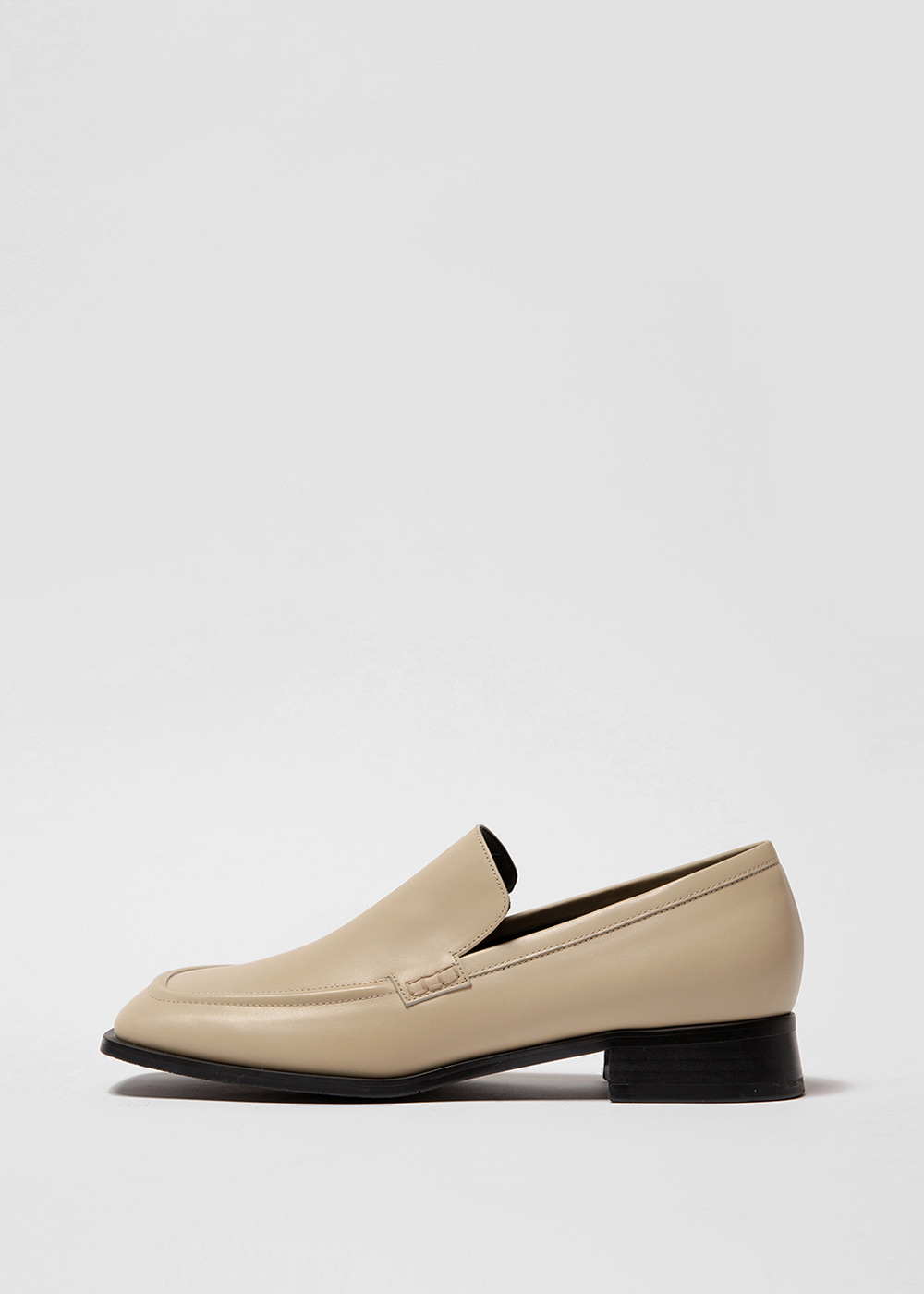 WIDE SQUARE LOAFER [C1F07 YB]